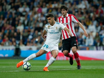Marco Asensio dispara ante el Athletic
