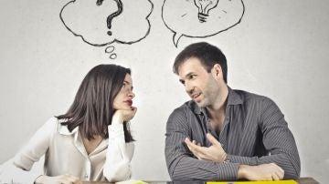 Dos personas durante una conversación