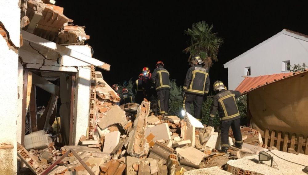 Trabajos de los bomberos en Villamanta