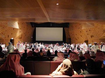 Cientos de invitados asisten a la inauguración del primer cine público de Arabia Saudí