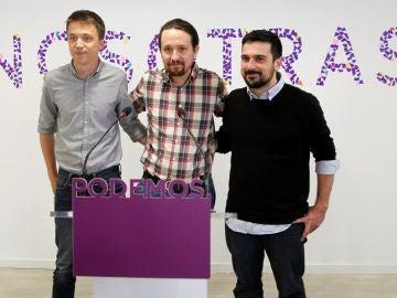 Pablo Iglesias escoltado por Íñigo Errejón y Ramón Espinar