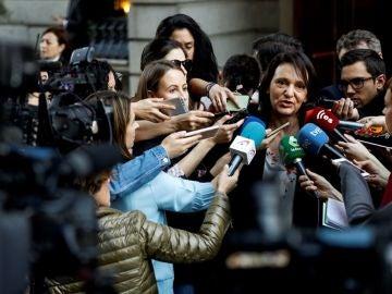 Carolina Bescansa ante los medios de comunicación