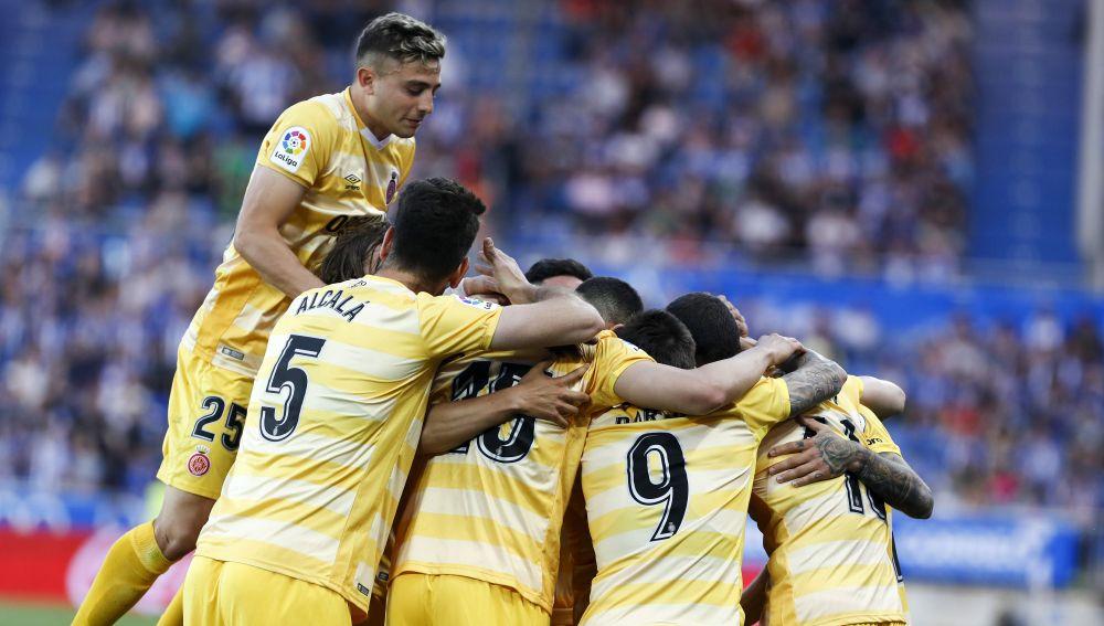 Los jugadores del Girona celebran uno de los goles contra el Alavés
