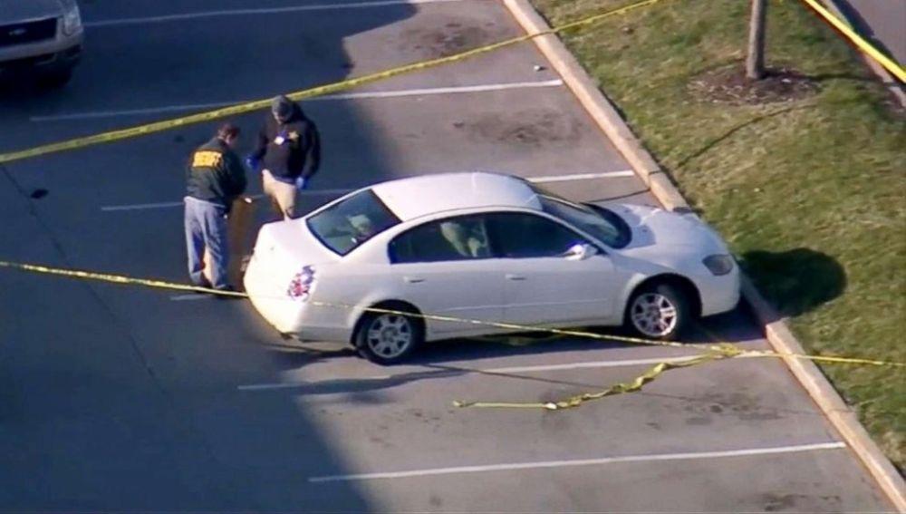 El vehículo donde se disparó el arma
