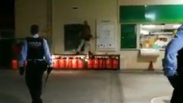 Un hombre armado con una motosierra en Palafrugell, Girona
