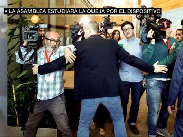 Agentes blindando a Cristina Cifuentes