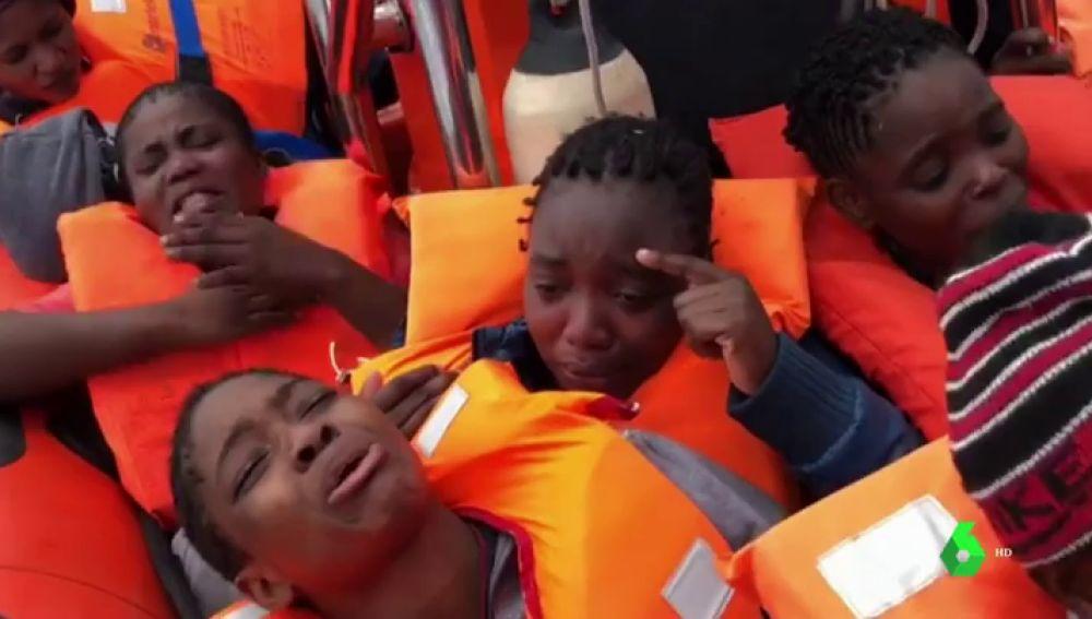 Refugiados a bordo del barco Astral, rescatados por ProActiva Open Arms