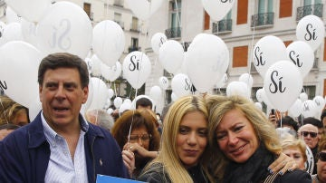 El padre de Diana Quer acompañado de su hija Valeria y su exmujer