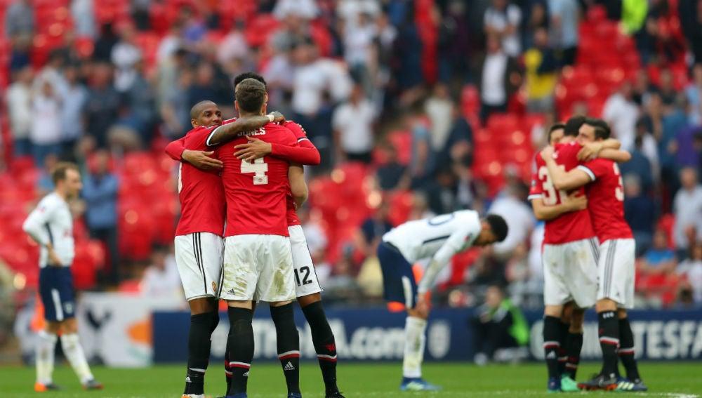 El United celebra un triunfo ante el Tottenham