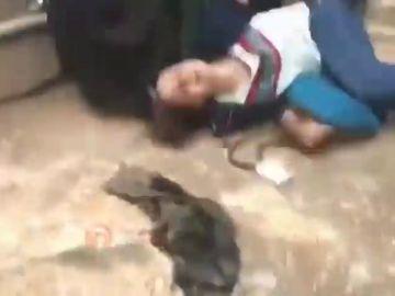 Joven iraní agredida por llevar suelto el hiyab