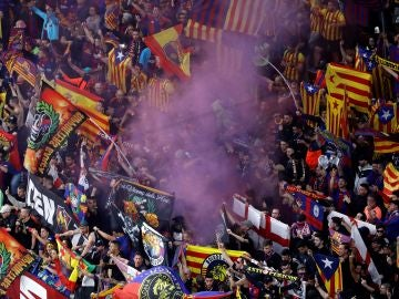 La afición del Barcelona en el estadio Wanda Metropolitano, en Madrid, antes de comenzar la final de la Copa