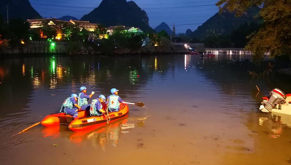 Labores de rescate en un río chino tras el choque de dos Barcos Dragón