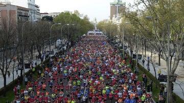 Miles de corredores tras la salida del EDP Rock'n'roll Maratón de Madrid 2019