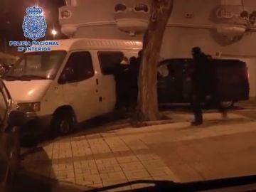 Imagen de la detención del marido de una buscada yihadista