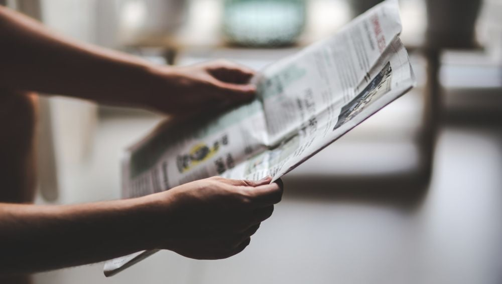 Leyendo las noticias