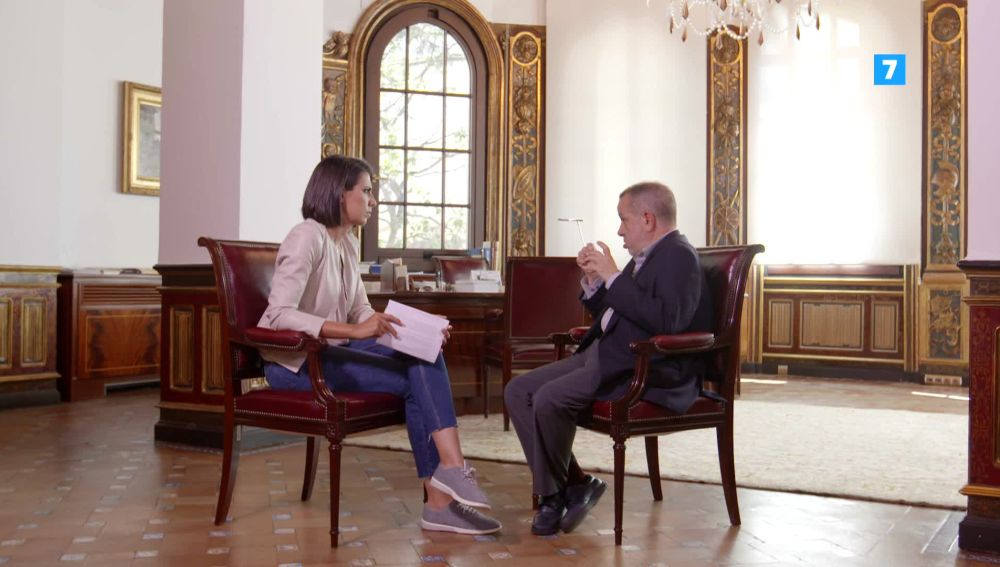 Ana Pastor repasa con el Defensor del Pueblo las cicatrices de la crisis en El Objetivo