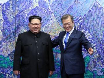 El presidente de Corea del Sur, Moon Jae-in, y el líder norcoreano, Kim Jong-un
