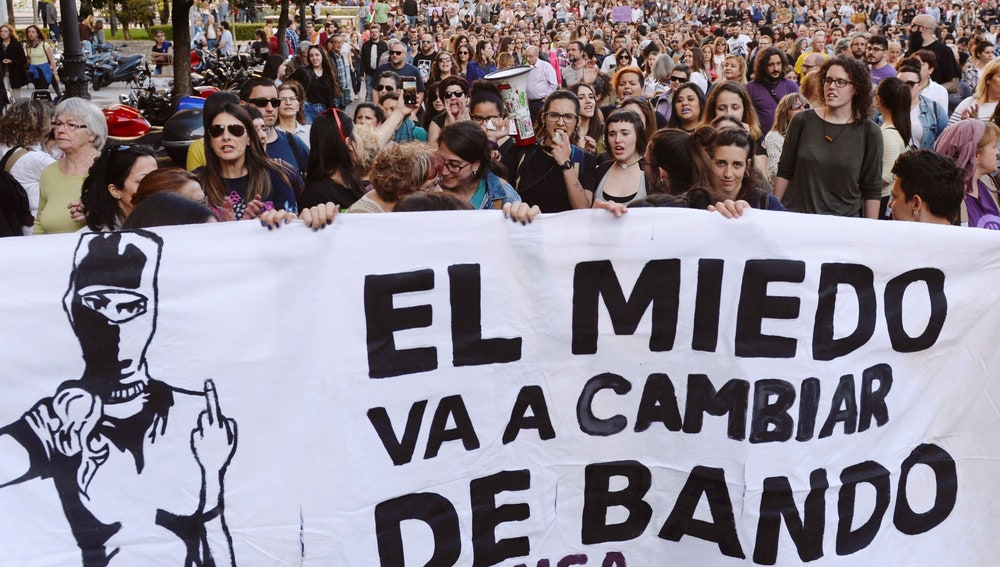 Miles de personas abarrotan calles y plazas contra la sentencia de la Manada