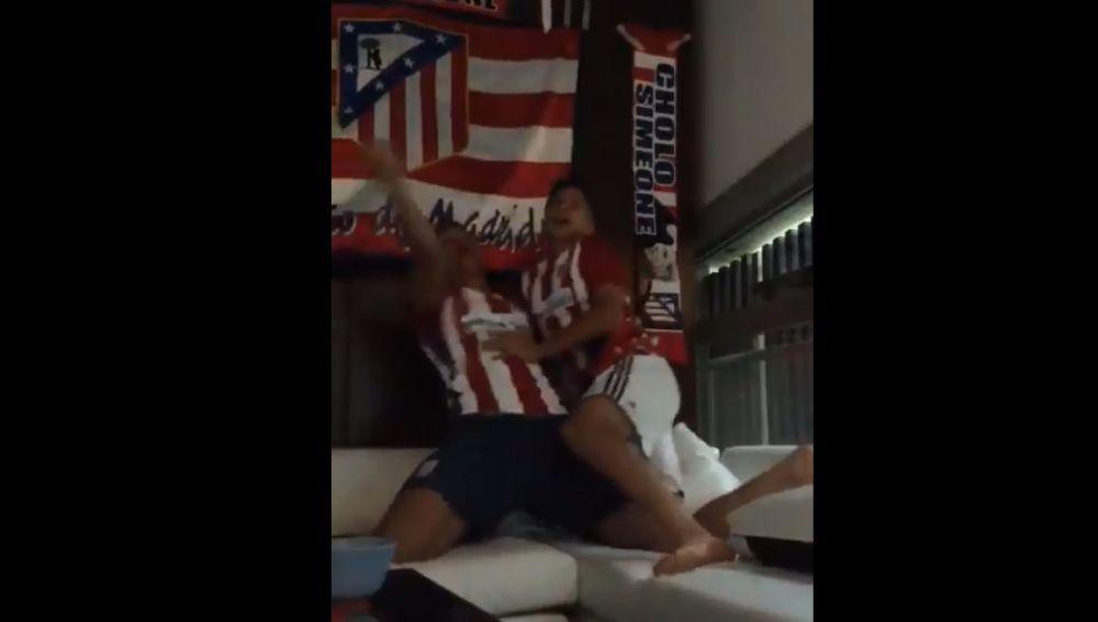 Los hijos de Simeone celebran el empate del Atlético