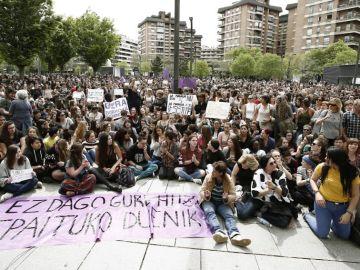 """La marea feminista vuelve a manifestarse en Pamplona contra la sentencia a 'La Manada': """"No es abuso, es violación"""""""