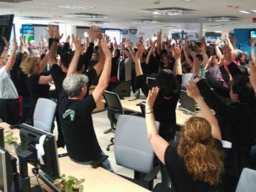 Trabajadores de negro en RTVE