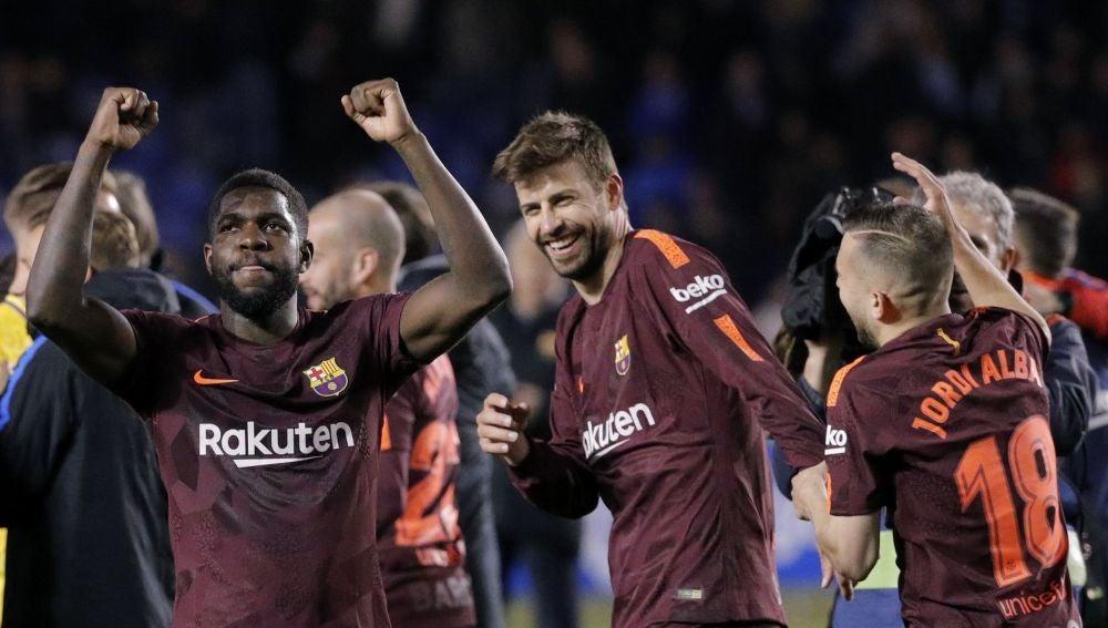 Los jugadores del Barça celebran la Liga en Riazor