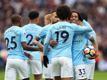 El Manchester City celebrando un gol