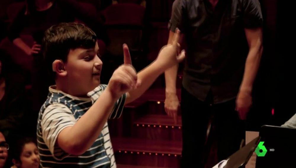 Escuchar la música a través de emociones, así disfrutan de la música los niños con discapacidad auditiva