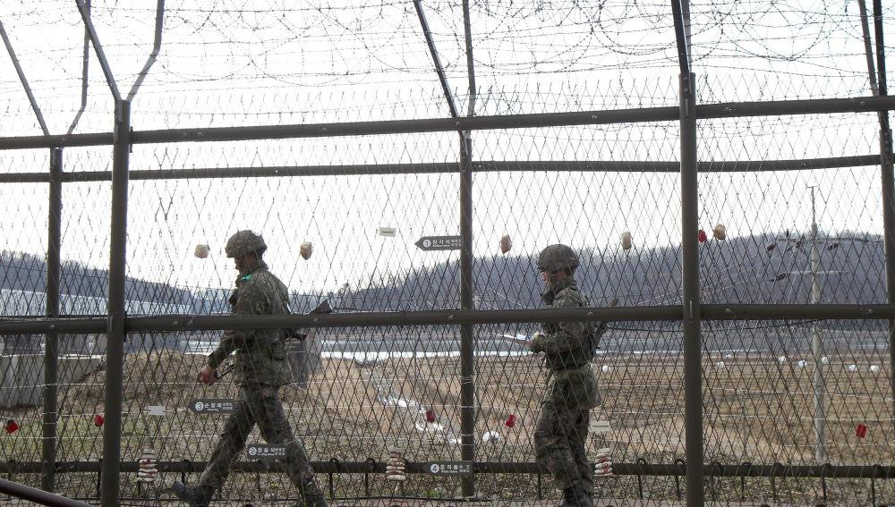 Imagen de soldados surcoreanos patrullando la frontera con Corea del Norte