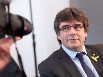 Puigdemont posa durante una rueda de prensa organizada en Alemania_643x397