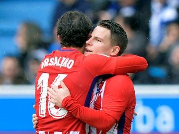 Gameiro se abraza a Vrsaljko