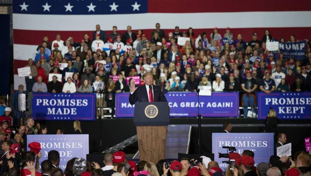 Donald Trump durante el mitin en Michigan