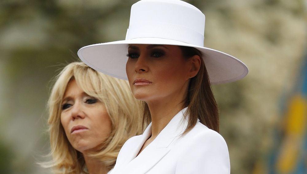 La primera dama estadounidense, Melania Trump, y la esposa del presidente francés, Brigitte Macron