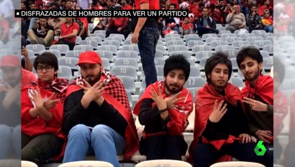 Cinco mujeres iraníes logran entrar con barbas y pelucas a un estadio de fútbol, algo prohibido por el régimen