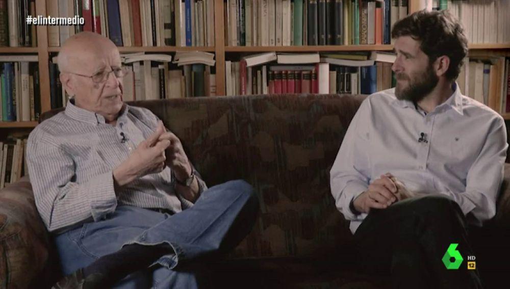 Emilio Lledó hablando con Gonzo