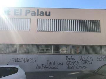 Pintadas en el Instituto El Palau de Sant Andreu de la Barca
