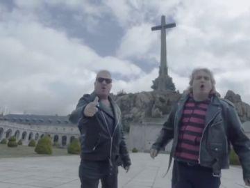 """Reincidentes canta desde el Valle de los Caídos lo """"difícil que fue enterrar al tío Paco"""""""