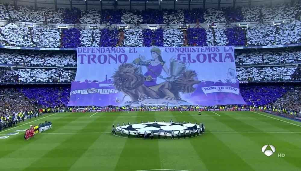 """""""Defendamos el trono, conquistemos la gloria"""": el espectacular mosaico del Bernabéu para el Madrid-Bayern"""