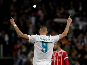Benzema celebra un gol ante el Bayern