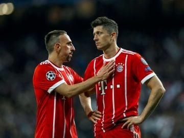 Ribery y Lewandowski se lamentan tras la eliminación ante el Real Madrid