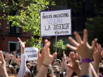Concentración feminista contra el fallo judicial de La Manada en la Puerta del Sol