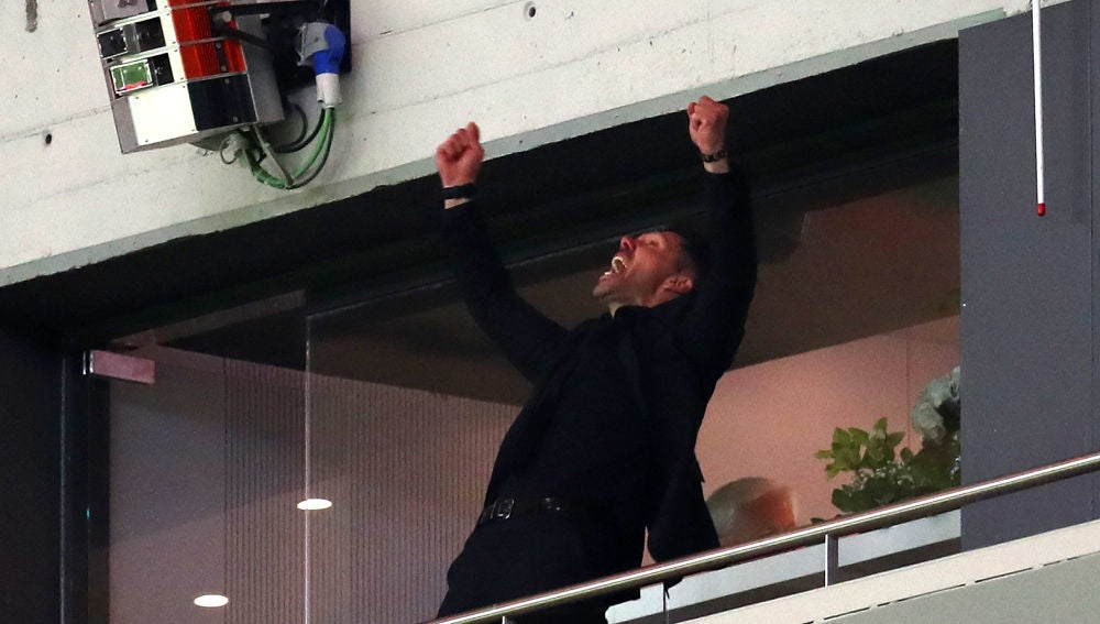 Simeone, desatado en el palco