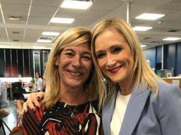 Cristina Cifuentes con la funcionaria Amalia Calonge