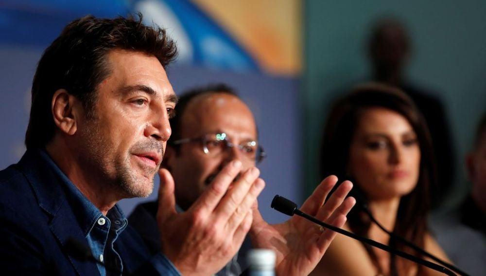 El actor español Javier Bardem interviene durante la rueda de prensa de presentación de la película 'Todos lo saben'