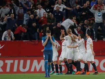 Nacho se lamenta tras un gol del Sevilla