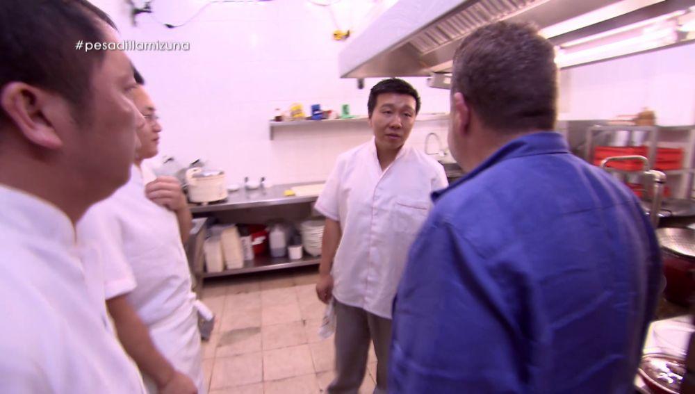 Yon, propietario de Mizuna THAI, y Alberto Chicote en Pesadilla en la cocina