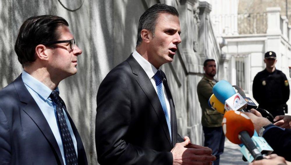 El abogado de VOX, Javier Ortega, en declaraciones a los medios a las puertas del Tribunal Supremo