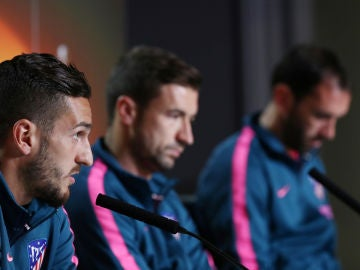 Gabi, Koke y Godín, en el 'Open Media Day'
