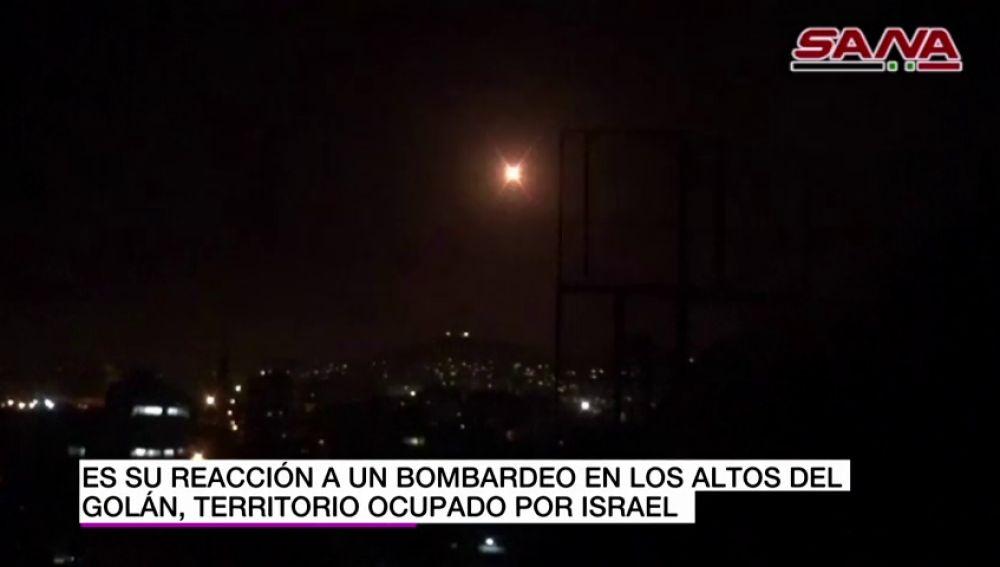 Israel bombardea objetivos iraníes en Siria tras sufrir un ataque con 20 cohetes contra sus puestos militares