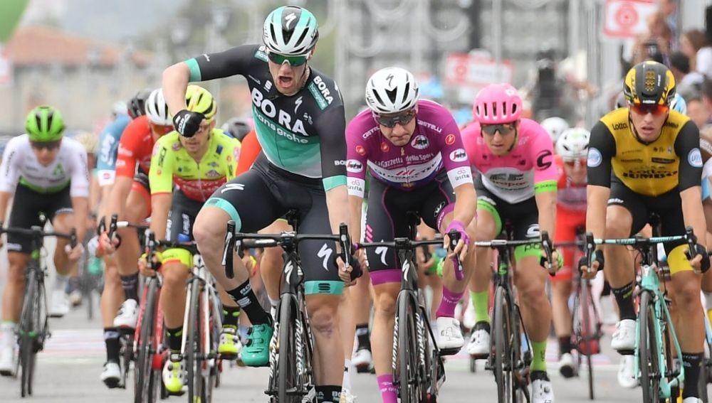 Sam Bennett celebra su victoria en la 7ª etapa del Giro